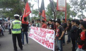Solidaritas Mahasiswa Aksi di Polda Sulselbar, Selasa (21/6/16).