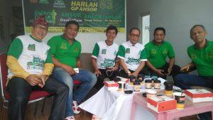 Foto Kejari Bersama unsur Forkompinda, tokoh Agama, Kadis Perumahan,  bersantai di Aparong Usai Melepas Peserta Gerak Jalan Sehat GP Ansor